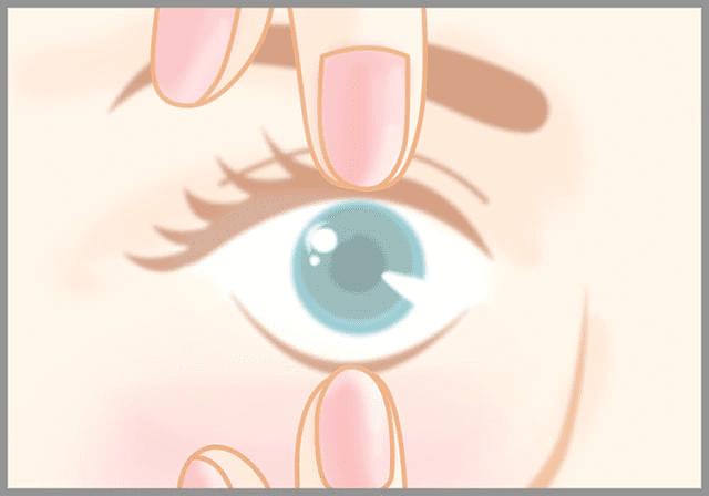 目を大きく開ける