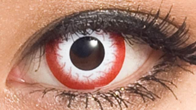 血のように真っ赤なフチに三白眼のホワイト