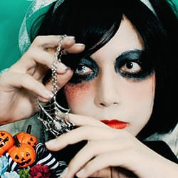 ハロウィン仮装オススメカラコン|三白眼の白カラコン